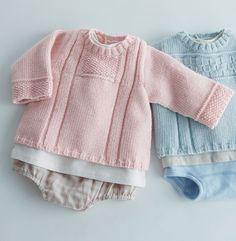 Mixez les points de tricot pour cette brassière unie idéale pour les premiers…