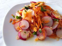 Salada de rabanete, cenoura, maçã | rabanete fatiado, cenoura e maçã raladas, salsinha picada, azeite, mostarda dijon, sal #salada