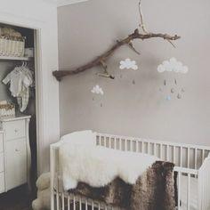 On continue avec la decoration des baby room magnifique , chambre teinte neutre #live #love #instagood #instamood #bois #wood #vintage #scandinave #babyroom #baby #babygirl #babygirl #interior #interieur #love #bebe #chambrebebe #ladecodecharline #picso