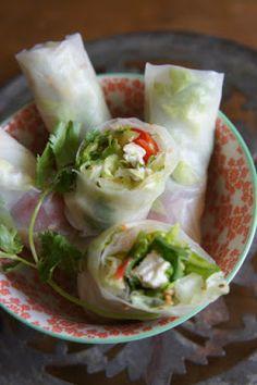 Rouleaux de printemps ... à la grecque ! Raw Food Recipes, Veggie Recipes, Asian Recipes, Vegetarian Recipes, Cooking Recipes, Healthy Recipes, Cas, Greek Cooking, I Love Food