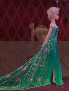 Elsa con su vestido tan bonito♥♡