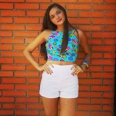 Crop top divertido + short blanco de tiro alto HTK