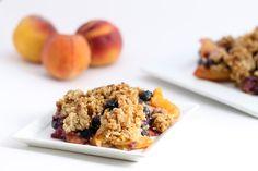 Blueberry Peach Quinoa Crumble + Hummusapien's Third Birthday! Clean Eating Desserts, Healthy Dessert Recipes, Just Desserts, Delicious Desserts, Yummy Eats, Yummy Food, Brunch, Vegan Sweets, Vegan Baking