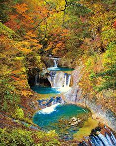 10月に入りいよいよ紅葉の季節になりましたね。そんな紅葉におすすめの日本でも他にない美しい紅葉を楽しめるスポットが山梨県にあります。その名も「西沢渓谷」。今回は、注目の西沢渓谷のもつ魅力をたっぷりとご紹介します。