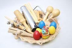 Cesta de los tesoros inspirada en el método Montessori para estimular los sentidos y sobre todo para desarrollar el sentido del oido de los niños Treasure Basket, Instruments, Music Crafts, Baby Sensory, Toy Craft, Infant Activities, Juliette, Explorer, Activities