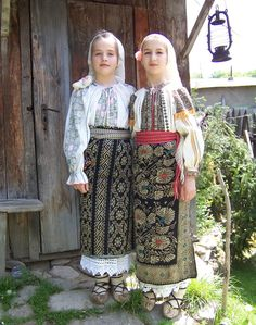 """their dress appears more provincial and less like a """"costume."""" Wish I knew more about this Eastern European people -- very near neighbors of Russia. Romanian Men, Romanian People, Romanian Girls, Folk Costume, Costumes, Romanian Wedding, European Wedding Dresses, European People, Art Populaire"""