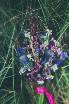 Букет невесты в стиле Бохо фиолетового цвета