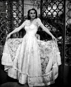 Adina Mandlová: Módní ikona první republiky   MODA.CZ 1940s, Victorian, Gowns, Actresses, Retro, Celebrities, Vintage, Wedding Ideas, Times