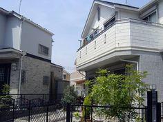 施工事例お客様のお宅 一戸建て住宅のNICE POINT庭づくりを楽しめる こちらのお客様宅ではオフホワイトとウォームグレーの外観にブラックのフェンスがキリッと引き締めています おしゃれな門扉のデザインとお庭のグリーンが素敵です
