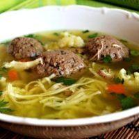 Hovězí polévka s játrovými knedlíčky --- this HAS to be liver dumpling soup! Slovak Recipes, Czech Recipes, Dumplings For Soup, Good Food, Yummy Food, Budget Meals, Food And Drink, Beef, Dinner