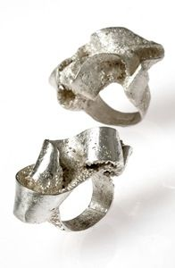 Knotted rings
