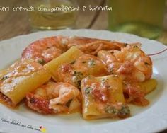 Paccheri cremosi con gamberoni e burrata Creamy paccheri with prawns and burrata: a combination . Fish Recipes, Pasta Recipes, Cooking Recipes, My Favorite Food, Favorite Recipes, Italian Pasta, Pasta Dishes, Italian Recipes, Love Food
