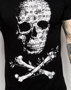 Diesel T-Shirt CL-T-SMASH Crew Neck Mini Photo Skull Print in Black at ASOS. Cheer Shirts, Cut Shirts, T Shirt Yarn, Diy Shirt, Hang Ten, Polo Design, Diesel T Shirts, Anatomy For Artists, Skull Fashion