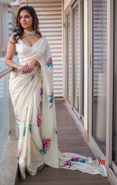 Tamil Actress Malavika Mohanan Latest Hot Saree Stills.Tamil Actress Malavika Mohanan Latest Hot Saree Stills. Indian Long Dress, Indian Dresses, Indian Outfits, Pakistani Dresses, Mode Bollywood, Bollywood Fashion, Bollywood Style, Indian Beauty Saree, Indian Sarees