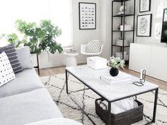 Elegancka aranżacja salonu w bieli i czerni (50404)