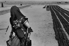 Sebastião Salgado :: Rajasthan Canal Works. India, 1989
