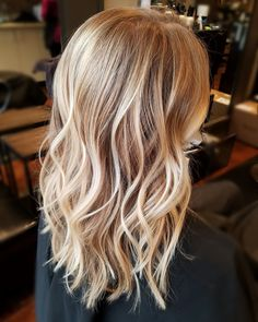 Balayage blonde highlights by danielle mikolaizik hair by da Blonde Hair Looks, Brown Blonde Hair, Golden Blonde Hair, Long Curly Hair, Curly Hair Styles, Hair Highlights, Carmel Blonde Highlights, Full Highlights, Blonde Balayage