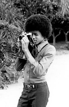 Baby MJ so camera savvy!