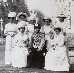 Olga with female officers of her regiment, 5 aug. 1913
