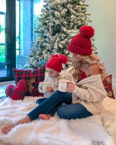 christmas photography Twinning with my boy yet again! So thankful for this cute boy of mine. This beanie is old but I linked the cutest matching beanies that Christmas Pictures Outfits, Winter Family Pictures, Family Christmas Pictures, Christmas Couple, Holiday Pictures, Christmas Baby, Baby Pictures, Xmas, Mother Daughter Photos