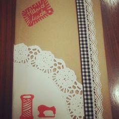 Mi libreta personalizada con lazo, puntilla, blonda y sellos hechos a mano.