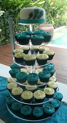 peacock wedding ideas | peacock wedding cupcakes