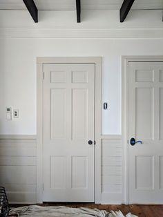 Interior Door Colors, Painted Interior Doors, Interior Trim, Painted Doors, Farmhouse Interior Doors, White Interior Doors, Painted Wainscoting, Interior Painting, Trim Paint Color