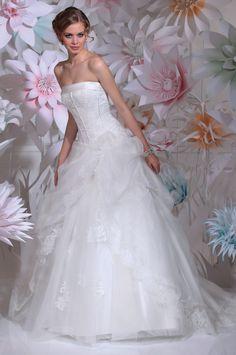 """Isabel de Mestre - New York Kollektion 2016: Prinzessinnen Brautkleid """"Valencia"""" mit Tüll und Spitze (trägerlos)."""