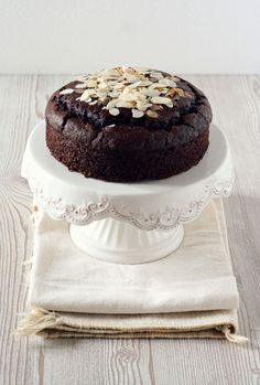 vegan chocOlate almond cake
