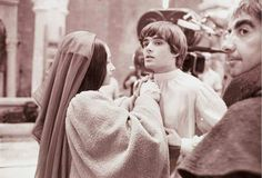 On the set of Romeo and Juliet. Romeo And Juliet Costumes, Film Romeo And Juliet, Juliet Movie, William Shakespeare, Romance Film, Drama Film, Great Love Stories, Love Story, Zeffirelli Romeo And Juliet