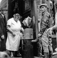Paris 1942 La Marchande de Frite,  Photo:Denise Bellon