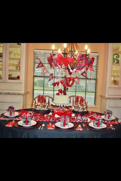 Valentine #Decorating in #Red, #White, and #Black