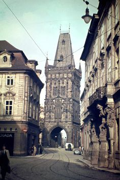 Jak vypadalo hlavní město Československa v roce 1946? Prague Photos, Central And Eastern Europe, Heart Of Europe, Old Photography, Beautiful Streets, Grand Tour, Old Pictures, Czech Republic, Barcelona Cathedral