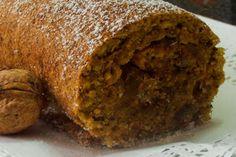 Torta de noz com doce de gila Portuguese Desserts, Portuguese Recipes, Portuguese Food, Cupcakes, Cupcake Cakes, Sweet Recipes, Cake Recipes, Food C, Biscuits
