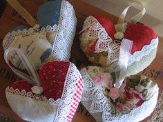 lavender heart sachets ahttp://lavenderhillcottage.blogspot.com/