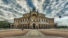 Das Opernhaus der Sächsischen Staatsoper Dresden -a- von Norbert Helbig