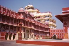 Jaipur Sightseeing Private Tour 			A private city tour of Jaipur with private vehicle and driver along with a local guide who can give you every little details about the amazing city of Jaipur and its historical attractions. 					You will be picked up from your hotel in Jaipur at 9 AM and then the first stop is Amber Fort. Enjoy the beautiful fort for an hour with the guide who will provide you with all the details of the Fort and then drive to Water Palace. After taking wonde...