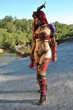 Queen Alexstrasza Cosplay from the World of Warcraft
