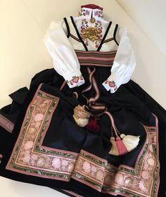 Ny beltestakk klar til utlevering til 17 mai! Folk Costume, Costumes, Ethnic Outfits, Ethnic Clothes, Nordic Style, Bohemian Gypsy, Norway, Vintage Fashion, Stylish