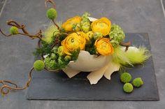 Easter Flower Arrangements, Easter Flowers, Flower Centerpieces, Flower Decorations, Floral Arrangements, Deco Floral, Arte Floral, Ikebana, Fleur Design