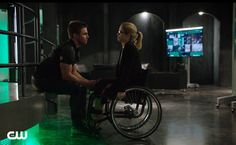 The plot to this episode of Arrow feels a little A.W.O.L, but it still manages to entertain.