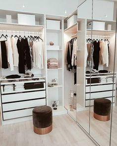 14 Walk In Closet Designs For Luxury Homes A selection of 14 walk in closet designs that are both elegant and charming. Walk In Closet Design, Bedroom Closet Design, Closet Designs, Bedroom Designs, Bedroom Decor, Master Bedroom, Style At Home, Best Closet Organization, Organization Ideas