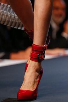 Ankle strap pumps: Los tacones tendencia para primavera-verano 2014. ¡Sexies! JEAN PAUL GAULTIER