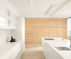 Blum_Kitchen-drawers,-lifts-and-cupboards-can-be-opened-without-a-handle-,-simply-press-the-front-to-open-with-your-hand,-elbow,-knee-or-foot.