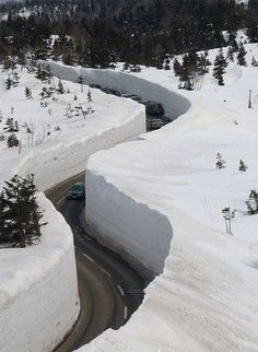 yuki no otani snow canyon honshu japan Beautiful World, Beautiful Places, Beautiful Roads, Meanwhile In Canada, Stations De Ski, Winter Beauty, Extreme Weather, Winter Scenes, Mother Nature