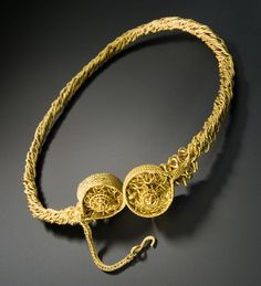 Blair Drummond Looped Terminal Torc, Iron Age, 300-100 BC. Gold alloy - torc from the Blair Drummond find. Made from eight gold wires twisted together, with intricately decorated terminals and short safety chain. © National Museum of Scotland