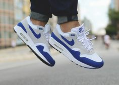 Nike Air Max 1 OG Anniversary - Game Royal/White - 2017 (by limpa_vias) Sneaker Outfits, Converse Sneaker, Puma Sneaker, Nike Air Shoes, Nike Shoes Cheap, Nike Shoes Outlet, Nike Air Max, Sneakers Mode, Best Sneakers