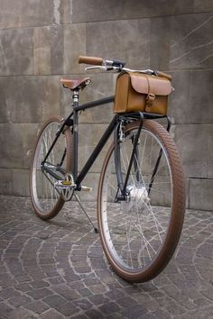 Fixie Bike Accessories Rocks 39 New Ideas Bici Retro, Velo Retro, Velo Vintage, Retro Bike, Vintage Bicycles, Monocycle, Velo Design, Bicycle Bag, Urban Bike