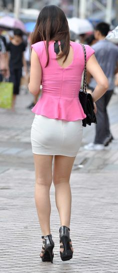 Things Women Do that Creep You out. Tight Skirt Outfit, Sexy Skirt, Classy Women, Sexy Women, New Fashion Trends, Womens Fashion, Pinup Girl Clothing, Sexy Hips, Asian Girl