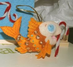 A-fricking-dorable!  felt ornaments for little friends by mmmcrafts, via Flickr